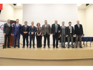 İzmir'de 'Farklı Yönleriyle Sosyal Ağlar ve Dijital Oyunlar' paneli