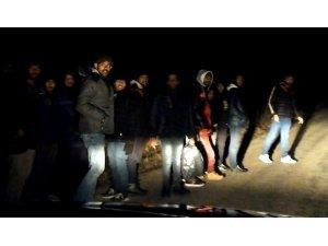 Edirne'de mülteciler Yunanistan sınırına akın ediyor