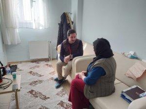 Altınküre okullarında görevli Psikolog Elazığ'da depremzedelere yardımda bulundu
