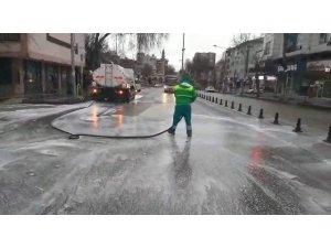 Adıyaman'da cadde ve sokaklar köpüklü suyla yıkanıyor