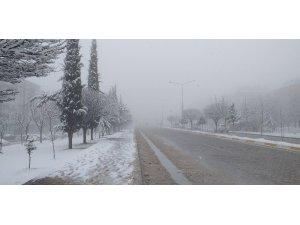 Besni'de kar yağışı