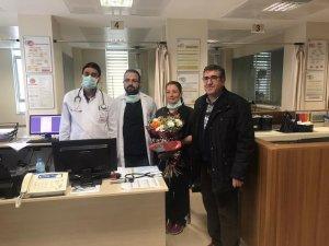 Sağlık çalışanlarına çiçekli teşekkür