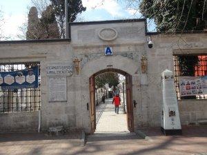 Korona virüs nedeniyle cuma namazında Taksim Mescidi boş kaldı