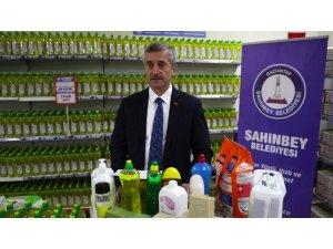 Şahinbey Belediyesi'nden vatandaşlara temizlik malzemesi desteği