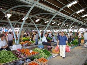 Develi'de sebze ve meyve pazarı devam edecek