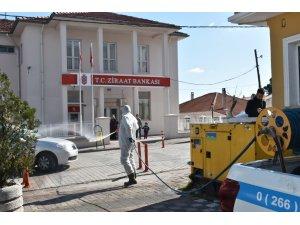 Manyas'ta meydanlar ve kurumlar dezenfekte edildi