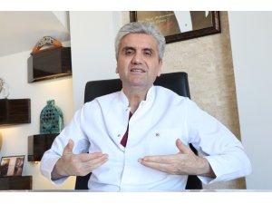 """Dr. Hayati Akbaş: """"Büyük göğüsler ciddi sağlık sorunlarına yol açar"""""""