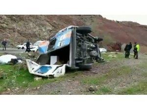 Siirt'te devrilen minibüste maddi hasar meydana geldi