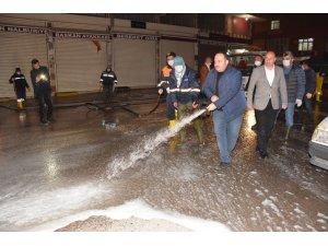 Belediye Başkanı Selih Ekinci sokakları dezenfekte etti
