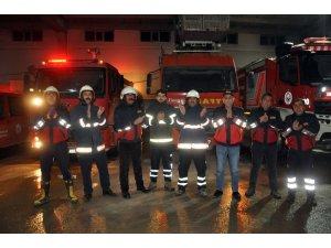 Yüksekova'daki itfaiyecilerden sağlık çalışanlarına alkışlı destek