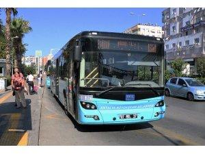 Yasaktan önce Antalya'da 65 yaş üstü vatandaşların yüzde 78'i otobüse binmeye devam etti