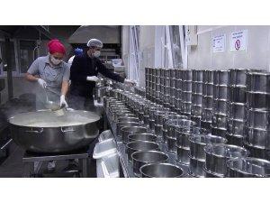 Maltepe'de 65 yaş üstü vatandaşlara sıcak yemek desteği