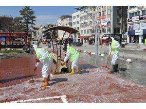 Karaman'da cadde, sokak ve kaldırımlar koronavirüse karşı dezenfekte edildi