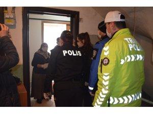 Kütahya'da yaşlıların ihtiyaçlarını polis karşılıyor