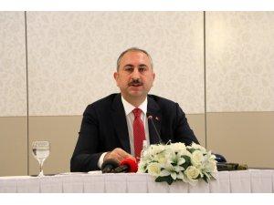 Adalet Bakanı Gül korona virüs salgınına yönelik alınan yeni tedbirleri açıkladı