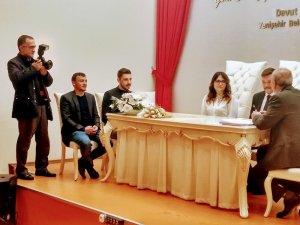Oğlunun nikah törenini böyle fotoğrafladı