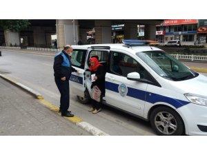 Körfez Belediyesi ekipleri yaşlıların yardımına koşuyor