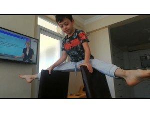 Minik jimnastikçilerin evde kal mesajı