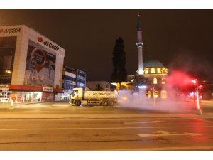 Adapazarı'nın sokakları dezenfekte ediliyor
