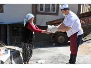 Şahinbey'de 65 yaş üstü ihtiyaç sahiplerine yemek desteği