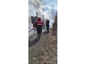 Sondaj makinesi yüklü kamyon alev alev yandı