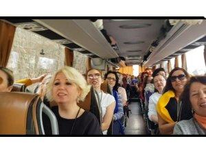 Avrupa turnesinde koronavirüs için şarkı yazan Nilüfer Kadın Korosu 14 günlük karantinadan çıktı