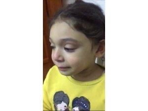 Okulunu özleyen küçük kız gözyaşlarına boğuldu