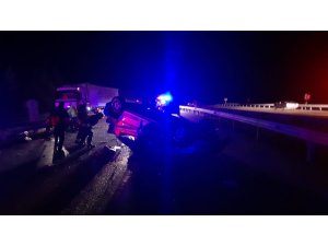 Bariyere çarpan otomobil takla attı: 1 ölü, 3 yaralı