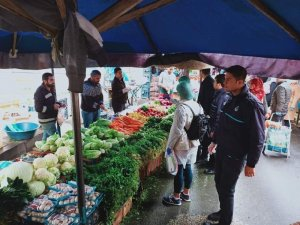 Bağlar Belediyesi fırınları denetleyip açıkta satılan ekmekleri topladı