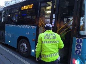 """Toplu taşıma araçlarında """"Sosyal mesafe denetimi"""" sürüyor"""