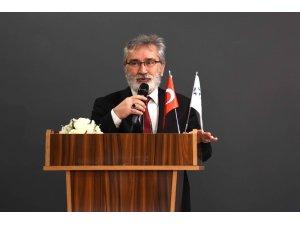 """Prof. Dr. Büyükaslan: """"Sanal alemin sanal uzmanlarından uzak durun"""""""