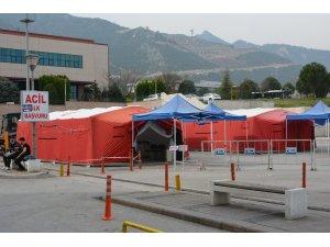 Pamukkale Üniversitesi Hastanesinin bahçesine sahra hastanesi kuruldu