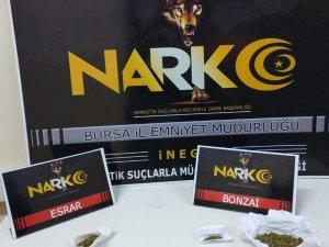 İnegöl'de uyuşturucu satıcıları yakalandı