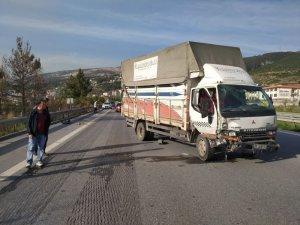 İskenderun'da kamyonet otomobile çarptı: 1 yaralı