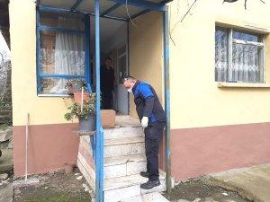 Altınova'da yardım kolileri dağıtılıyor