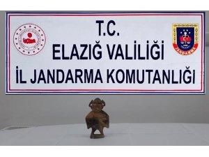 """Elazığ'da """"Hitit"""" dönemine ait heykel ele geçirildi"""
