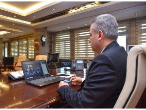Ağrı Valisi Elban, e-konferans yoluyla bin 300 öğretmene seslendi