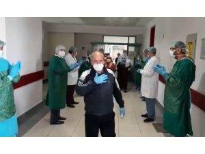 Korona virüsü yendiler alkışlarla taburcu oldular