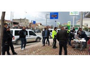 Kavga ihbarına giden polislere yaş pasta ikramı