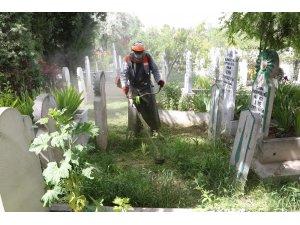 Mezarlık ziyaretlerinde sosyal mesafe uyarısı