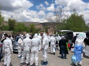 Kayseri'de bir kadın, virüsten koruyacağı iddiasıyla 'okuyup-üfleyerek' tüm mahalleye virüs yaymış