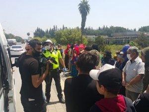 Adana'da polisin durdurduğu 14 kişilik minibüsten 35 tarım işçisi çıktı