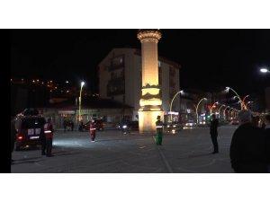 Hacivat Karagöz oyunu bu sene sokakta sahnelendi