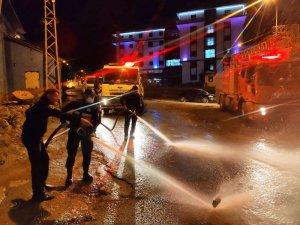 Hakkari'de caddeler tazyikli suyla yıkanıyor
