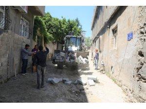 Cizre'de yol bakım ve onarım çalışmaları devam ediyor