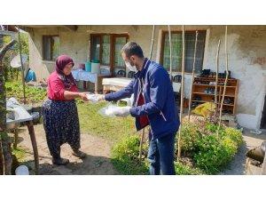 Kaynaşlı Belediyesi ev ev, kapı kapı 20 bin maske dağıtıldı
