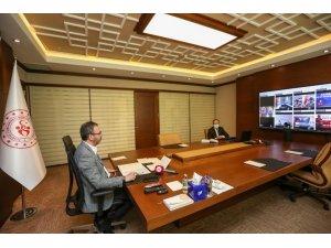 Bakan Kasapoğlu, antrenörlerle video konferans görüşme yaptı