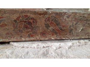 Tarihi camide özgün süslemeler bulundu