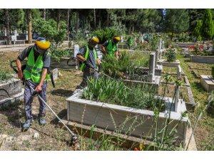 Mezarlıklara bayram temizliği