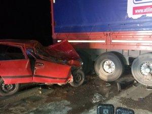 Otomobil tır dorsesine çarptı: 1 ölü